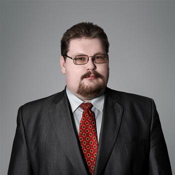 Konrad Trzaskowski : senior associate