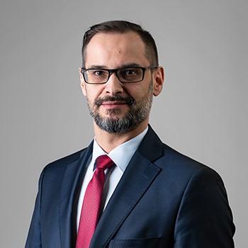 Dariusz Dąbrowski : senior associate